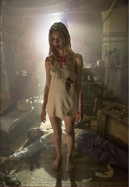 fear-the-walking-dead-photos-reveal-insanely-human-looking-walkers-525682